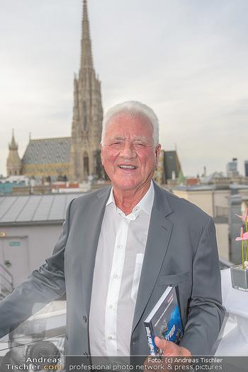Frank Stronach Buch Die Frage aller Fragen - Skybar - Mi 04.07.2018 - Frank STRONACH (Portrait)5