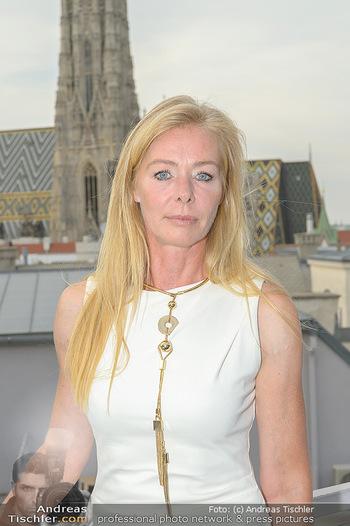 Frank Stronach Buch Die Frage aller Fragen - Skybar - Mi 04.07.2018 - Ulla WEIGERSTORFER (Portrait)9