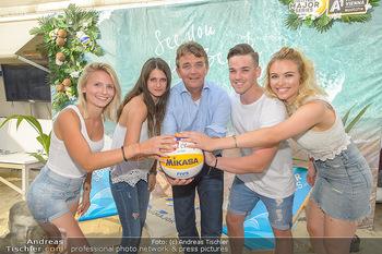 Beachvolleyball Casting - Tel Aviv Beach Club - Mi 04.07.2018 - Hannes JAGERHOFER mit (vlnr) Alina, Julia, Marcel und Magdalena9