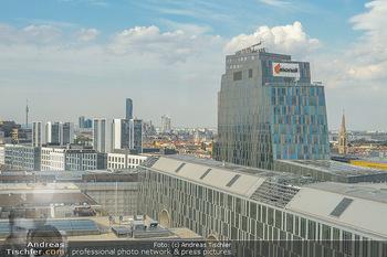 Urban Decay - Born to Run - Hilton Vienna Hotel - Do 05.07.2018 - Blick über WIEN, Panorama, Bahnhof Wien-Mitte, Finanztower, DC 4