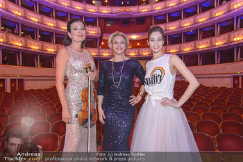 Fashion CheckIn - Wiener Staatsoper - So 08.07.2018 - Maria YAKOVLEVA, Daniela FALLY, Barbara HELFGOTT1