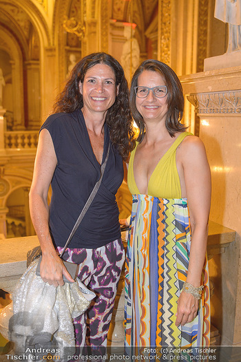 Fashion CheckIn - Wiener Staatsoper - So 08.07.2018 - Caro STRASNIK, Birgit INDRA9