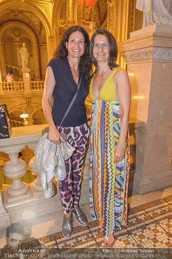 Fashion CheckIn - Wiener Staatsoper - So 08.07.2018 - Caro STRASNIK, Birgit INDRA10