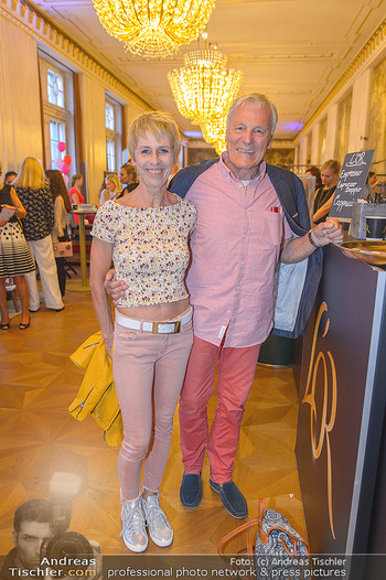 Fashion CheckIn - Wiener Staatsoper - So 08.07.2018 - Hans-Georg und Karin HEINKE14