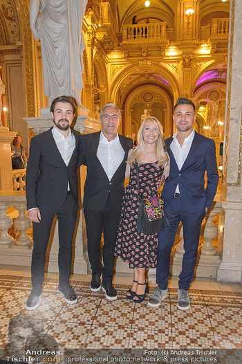 Fashion CheckIn - Wiener Staatsoper - So 08.07.2018 - Familie Christian P�TTLER mit Zwillings�hnen Florian und Paul 23