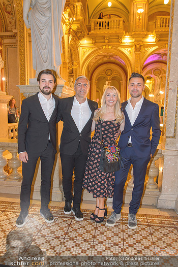 Fashion CheckIn - Wiener Staatsoper - So 08.07.2018 - Familie Christian P�TTLER mit Zwillings�hnen Florian und Paul 24