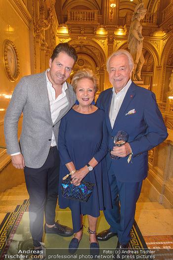 Fashion CheckIn - Wiener Staatsoper - So 08.07.2018 - Familie Harald, Daniel und Mausi Ingeborg SERAFIN27