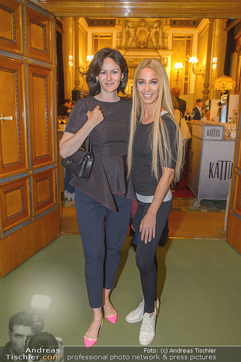 Fashion CheckIn - Wiener Staatsoper - So 08.07.2018 - Anelia PESCHEV, Yvonne RUEFF30