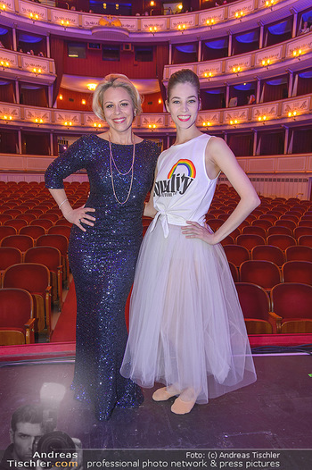 Fashion CheckIn - Wiener Staatsoper - So 08.07.2018 - Maria YAKOVLEVA, Daniela FALLY51