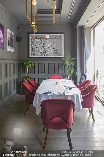 Opening - LAV - Mo 09.07.2018 - Restaurant innen, Tische2