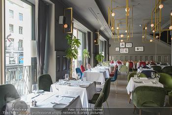 Opening - LAV - Mo 09.07.2018 - Restaurant innen, Tische3