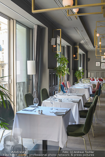 Opening - LAV - Mo 09.07.2018 - Restaurant innen, Tische4