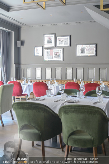 Opening - LAV - Mo 09.07.2018 - Restaurant innen, Tische6