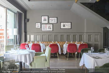 Opening - LAV - Mo 09.07.2018 - Restaurant innen, Tische7