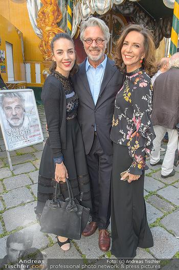 Premiere ´Der eingebildete Kranke´ - Wiener Lustspielhaus Am Hof - Mi 11.07.2018 - Familie Adi HIRSCHAL mit Ehefrau Ela und Tochter Noemi-Maddalena5