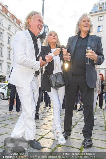 Premiere ´Der eingebildete Kranke´ - Wiener Lustspielhaus Am Hof - Mi 11.07.2018 - Peter HOFBAUER, Erich SCHLEYER heben Christine SCHUBERT15