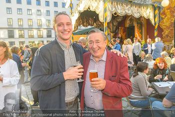Premiere ´Der eingebildete Kranke´ - Wiener Lustspielhaus Am Hof - Mi 11.07.2018 - Richard LUGNER mit seinem j�ngsten Enkelkind Florian26
