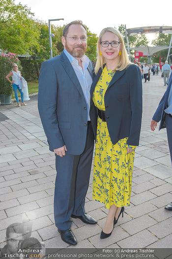 Premiere Gräfin Mariza - Seefestspiele Mörbisch - Do 12.07.2018 - Margarete SCHRAMBÖCK mit Ehemann10
