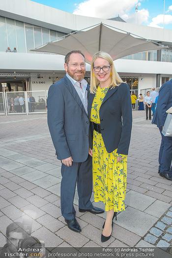 Premiere Gräfin Mariza - Seefestspiele Mörbisch - Do 12.07.2018 - Margarete SCHRAMBÖCK mit Ehemann11