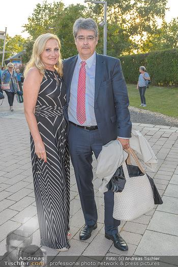 Premiere Gräfin Mariza - Seefestspiele Mörbisch - Do 12.07.2018 - Wolfgang HESOUN mit Ehefrau Brigitte20
