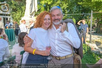 Chris Lohner 75er - Concordia Schlössl - Sa 14.07.2018 - Werner BRIX mit Freundin Magdalena4