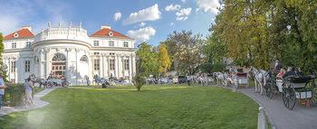 10 Jahre Luxus Lashes - Palais Schönburg - Fr 03.08.2018 - Ankunft der Gäste mit Pferdekutschen, Fiakern, im Park beim Pal21