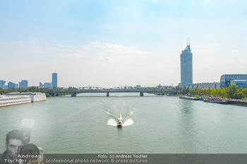 Beachvolleyball - Donauinsel Wien - So 05.08.2018 - Motorboot auf der Donau, Milleniumstower, DC Tower, Donauplatte,2
