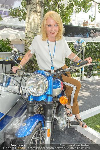 Beachvolleyball - Donauinsel Wien - So 05.08.2018 - Gerda ROGERS auf Motorrad10