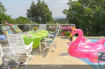 Lugners Gartenparty - Lugner Privatvilla - Di 07.08.2018 - Garten, Terrasse, Pool, Deko3