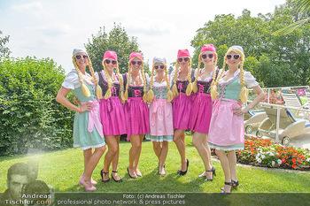 Lugners Gartenparty - Lugner Privatvilla - Di 07.08.2018 - Twerking Mädls (Holy Heidis)12
