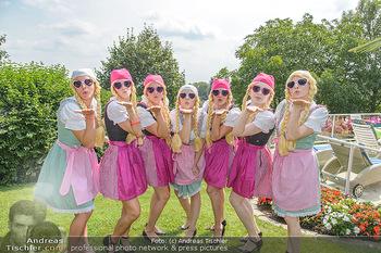 Lugners Gartenparty - Lugner Privatvilla - Di 07.08.2018 - Twerking Mädls (Holy Heidis)15