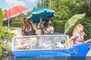 Lugners Gartenparty - Lugner Privatvilla - Di 07.08.2018 - Dani KENNEDY, Nina Bambi BRUCKNER, Sonja Käfer SCHÖNANGER komm17