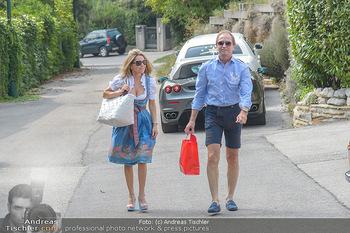 Lugners Gartenparty - Lugner Privatvilla - Di 07.08.2018 - Mister Ferrari Heribert KASPER kommt mit Andrea vom Badesee20