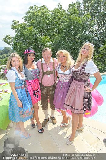 Lugners Gartenparty - Lugner Privatvilla - Di 07.08.2018 - Dani KENNEDY, Nina Bambi BRUCKNER, Sonja SCHÖNANGER, Andrea vom38