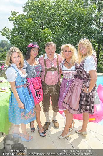 Lugners Gartenparty - Lugner Privatvilla - Di 07.08.2018 - Dani KENNEDY, Nina Bambi BRUCKNER, Sonja SCHÖNANGER, Andrea vom39