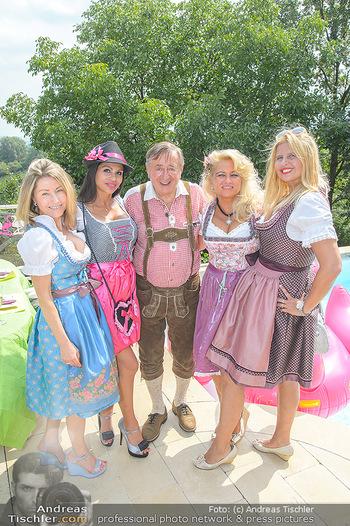 Lugners Gartenparty - Lugner Privatvilla - Di 07.08.2018 - Dani KENNEDY, Nina Bambi BRUCKNER, Sonja SCHÖNANGER, Andrea vom40