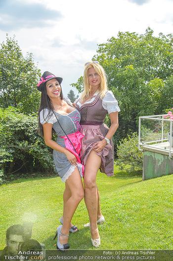 Lugners Gartenparty - Lugner Privatvilla - Di 07.08.2018 - Dani KENNEDY, Nina Bambi BRUCKNER43