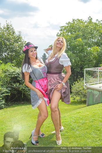 Lugners Gartenparty - Lugner Privatvilla - Di 07.08.2018 - Dani KENNEDY, Nina Bambi BRUCKNER44