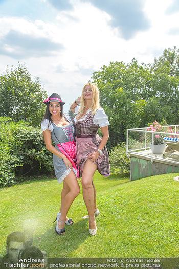 Lugners Gartenparty - Lugner Privatvilla - Di 07.08.2018 - Dani KENNEDY, Nina Bambi BRUCKNER45