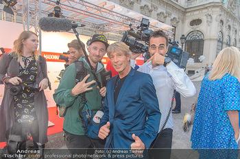 Leading Ladies Awards 2018 - Schloss Belvedere - Di 04.09.2018 - Dominic HEINZL mit Kamerateam (ATV)24