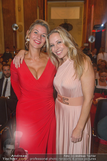 Leading Ladies Awards 2018 - Schloss Belvedere - Di 04.09.2018 - Nina PROLL mit Schwester Nadine92
