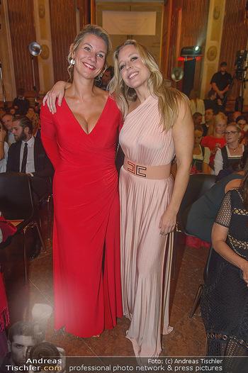 Leading Ladies Awards 2018 - Schloss Belvedere - Di 04.09.2018 - Nina PROLL mit Schwester Nadine93
