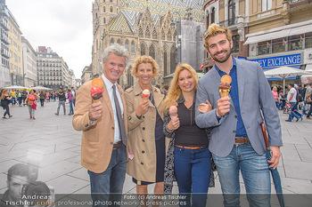 Swen Temmel und Meadow Williams - Zanoni und Stephansplatz, Wien - Di 04.09.2018 - Swen TEMMEL, girlfriend Meadow WILLIAMS, his parents Charly and 1