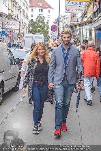Swen Temmel und Meadow Williams - Zanoni und Stephansplatz, Wien - Di 04.09.2018 - Swen TEMMEL, girlfriend Meadow WILLIAMS in love in Vienna18