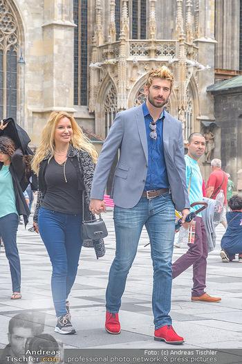 Swen Temmel und Meadow Williams - Zanoni und Stephansplatz, Wien - Di 04.09.2018 - Swen TEMMEL, girlfriend Meadow WILLIAMS in love in Vienna19