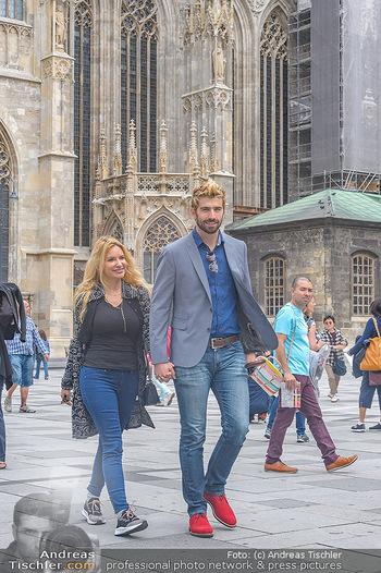 Swen Temmel und Meadow Williams - Zanoni und Stephansplatz, Wien - Di 04.09.2018 - Swen TEMMEL, girlfriend Meadow WILLIAMS in love in Vienna20