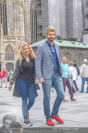 Swen Temmel und Meadow Williams - Zanoni und Stephansplatz, Wien - Di 04.09.2018 - Swen TEMMEL, girlfriend Meadow WILLIAMS in love in Vienna21