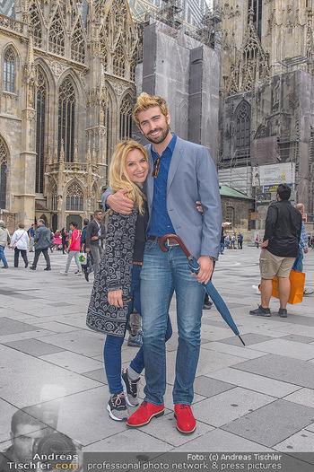 Swen Temmel und Meadow Williams - Zanoni und Stephansplatz, Wien - Di 04.09.2018 - Swen TEMMEL, girlfriend Meadow WILLIAMS in love in Vienna23