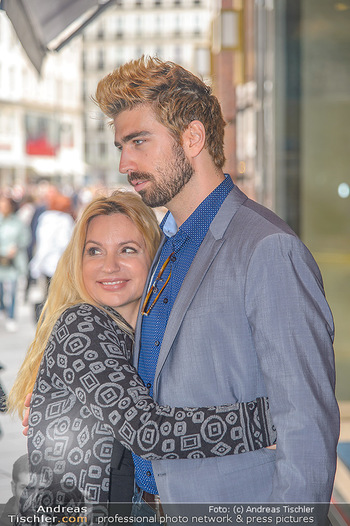 Swen Temmel und Meadow Williams - Zanoni und Stephansplatz, Wien - Di 04.09.2018 - Swen TEMMEL, girlfriend Meadow WILLIAMS in love in Vienna25