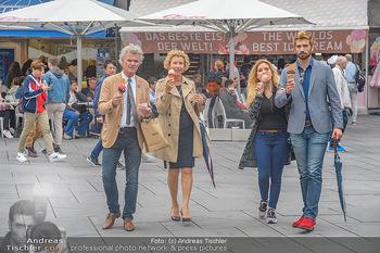 Swen Temmel und Meadow Williams - Zanoni und Stephansplatz, Wien - Di 04.09.2018 - Swen TEMMEL, girlfriend Meadow WILLIAMS, his parents Charly and 27